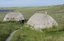 Shawbost_Norse_Mill_and_Kiln_from_the_path
